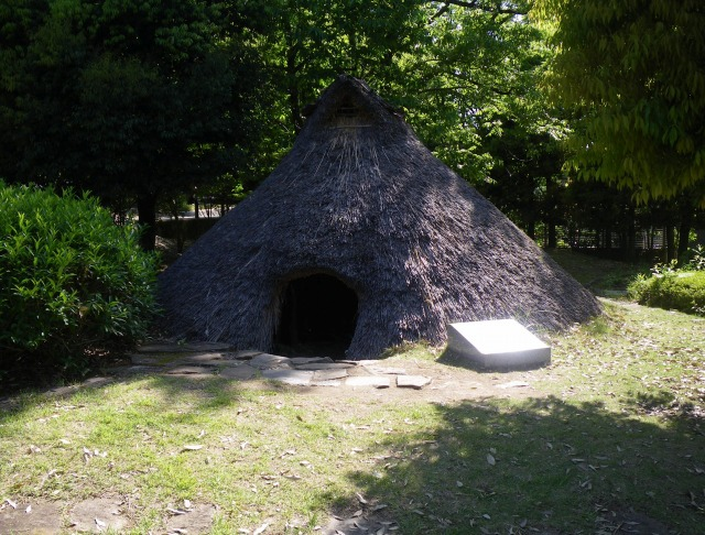 曽根丘陵公園にある竪穴式住居