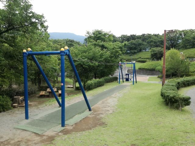 曽根丘陵公園のターザンロープ