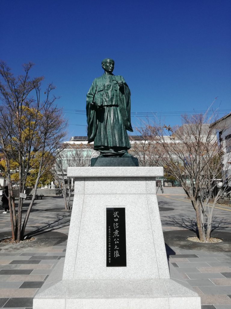 甲府駅北口 武田信虎 よっちゃばれ広場