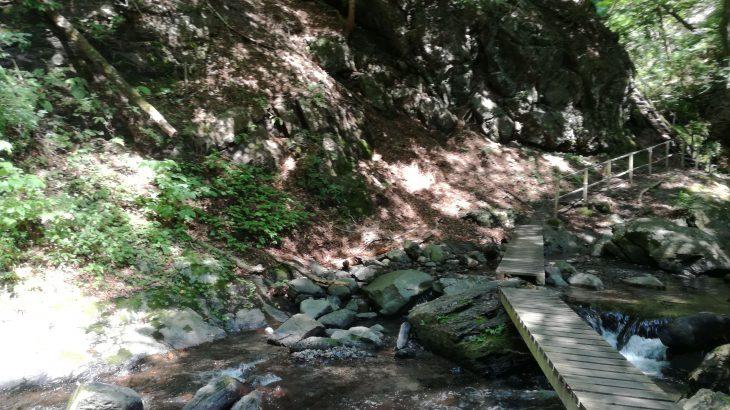 板敷渓谷 川遊び 昇仙峡