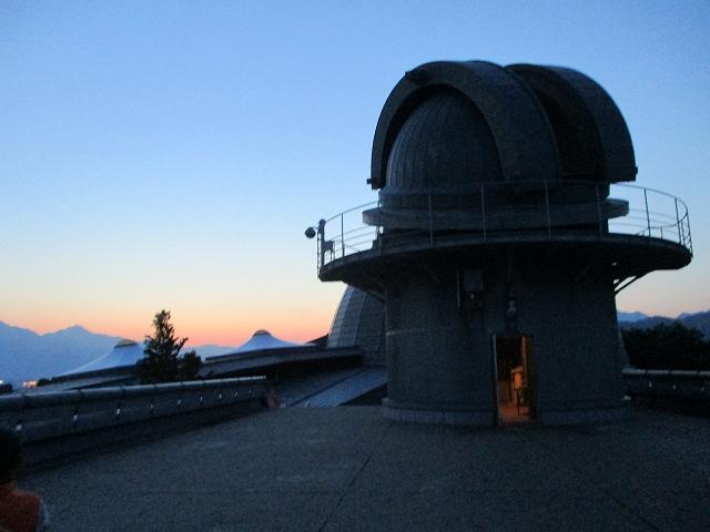 科学館夜の天体観察に使う天体望遠鏡