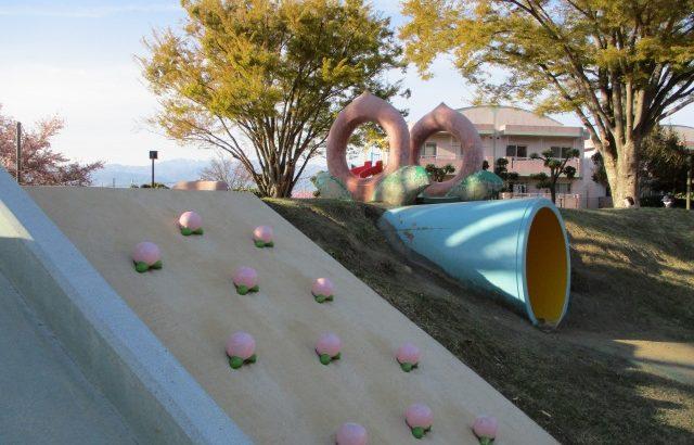 【みさか桃源郷公園】桃の遊具アリ・水遊びアリ・眺めよし!