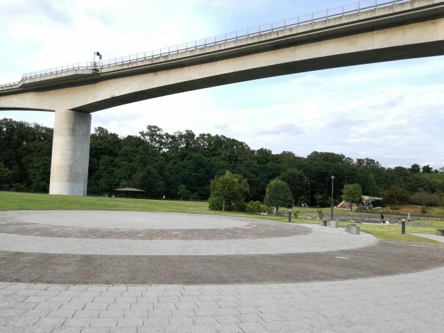 双葉水辺公園は中部横断道の下にある公園