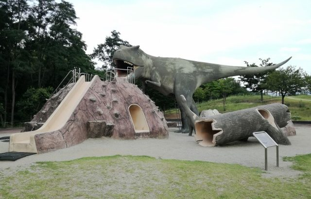 【双葉水辺公園】恐竜遊具にBBQ♪大自然の川遊びゾーンも!