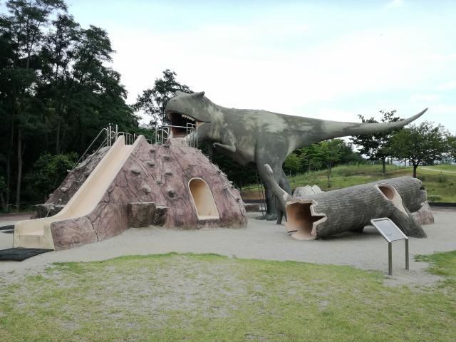 水辺公園の恐竜遊具全体像