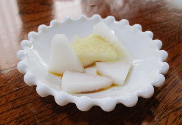 吉田のうどん富士のお通しは大根の漬物に醤油をかけたもの