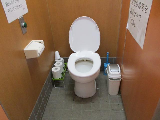 甘利山駐車場のトイレ内部の様子