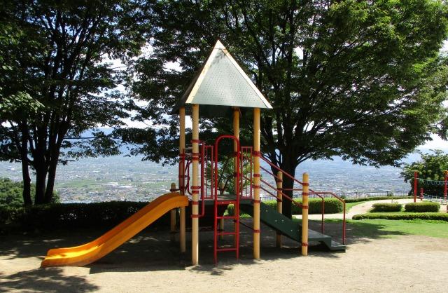 フルーツ公園の小さい子共が遊べる遊具