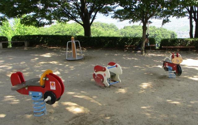 フルーツ公園のまたがって遊ぶ遊具