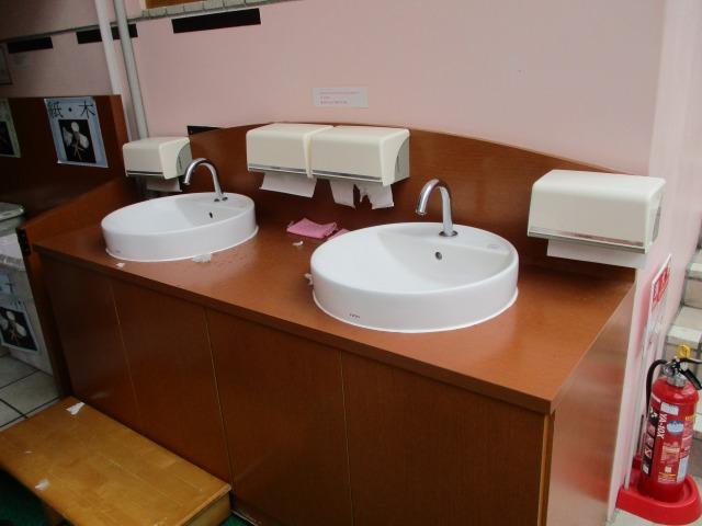 試食アイスの場所にある手洗い場