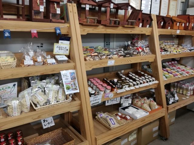 パノラマ市場の加工品売り場の様子