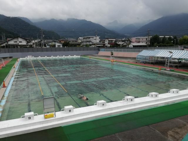緑ヶ丘屋外プールの50mプール