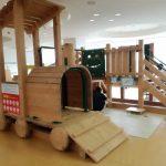 韮崎市子育て支援センター【にら★ちび】土日祝もOK!室内で木のぬくもりあふれる遊具で遊ぼう