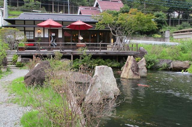 池庭のあるカフェテロワールは昇仙峡にある