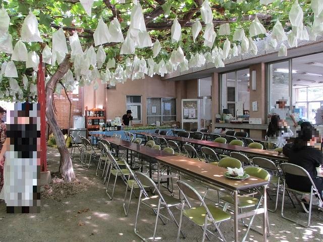 早川園の食べるスペース