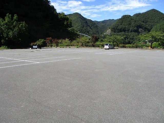 ビジターセンターの駐車場の様子