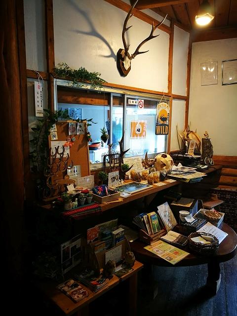 うまカフェ店内の販売コーナー
