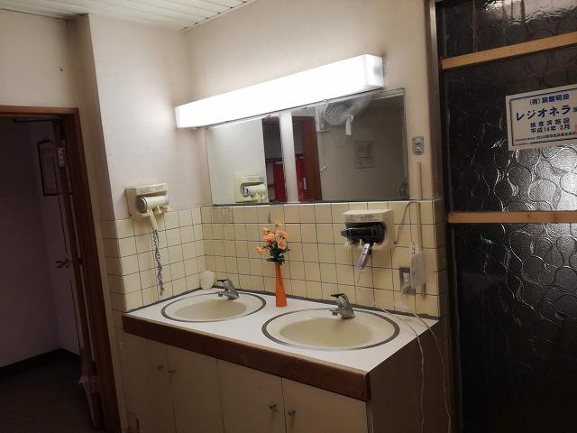 旅館明治の女湯の脱衣場