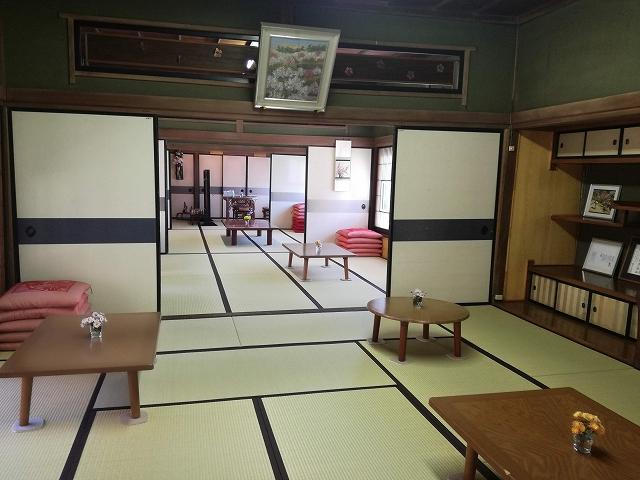 不老園のカフェ長生閣の室内