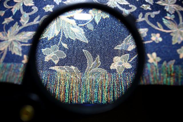 虫眼鏡で見た郡内織