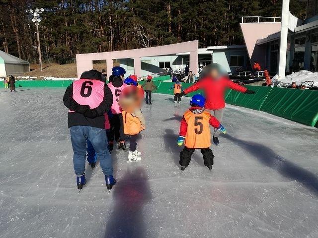 八ヶ岳スケートセンターの無料ショートレッスンの様子