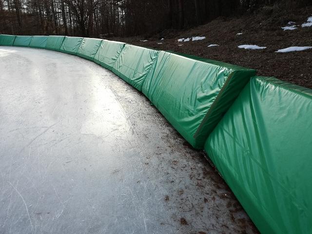 八ヶ岳スケートセンターの壁がある場所